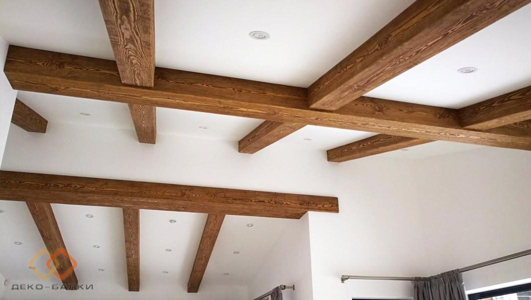 Балки на потолке в интерьере кантри. Эко-дизайн