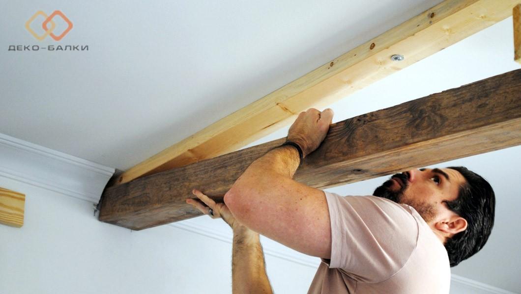 Монтаж декоративных балок на потолок цена по материалам